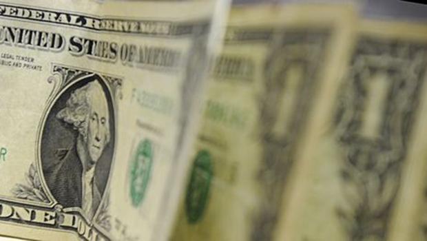 Dólar sobe mais de 1% e fecha acima de R$ 3,30 pela primeira vez em quatro meses