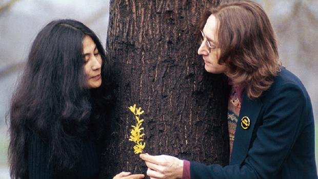 Yoko Ono sugere que Lennon era bissexual