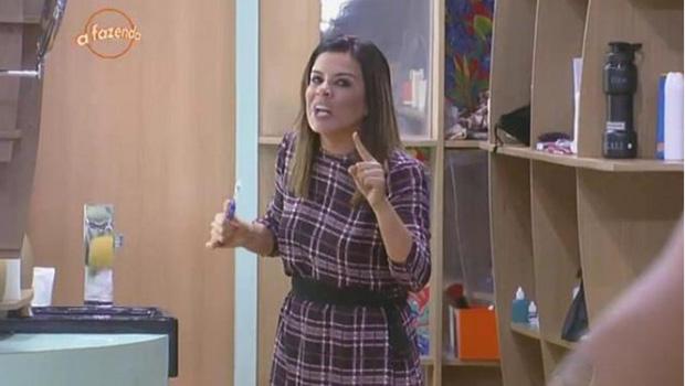 """Desequilibrada, Mara Maravilha assume papel de vilã de """"A Fazenda"""" e vira hit na web"""