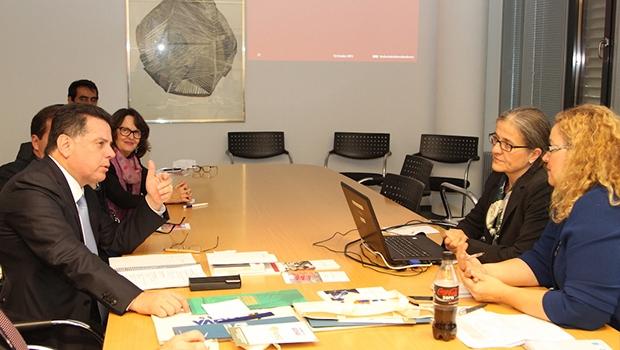 Governador durante reunião nesta segunda-feira | Foto:Divulgação