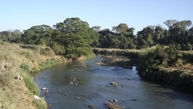 Rio Meia Ponte encontra-se com nível de água baixo