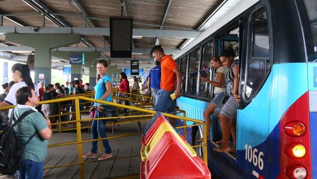 Rampas instaladas no terminal vinham sendo alvo de reclamações dos usuários | Foto: Fernando Leite/Jornal Opção