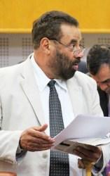 Vereador Paulo Magalhães perdeu bengala durante sessão   Alberto Maia/Câmara de Goiânia