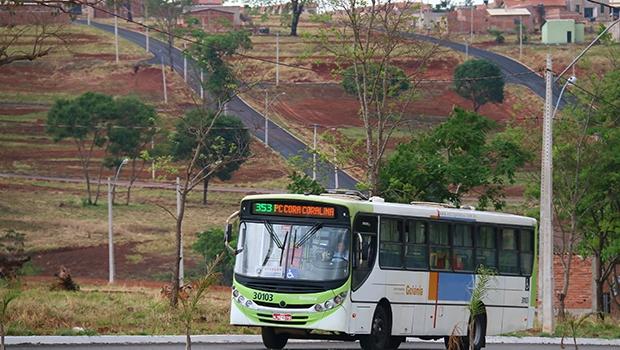 Loteamentos na região Oeste da capital contrasta com ônibus vazios