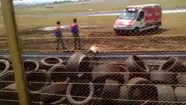 Joãozinho Treze recebe atendimento ainda no autódromo   Reprodução/Vídeo