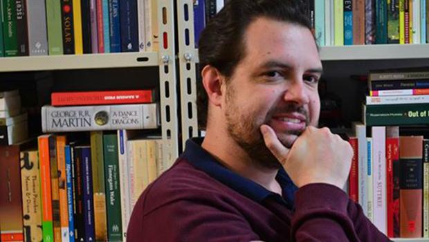 Sai uma grande e polêmica história da literatura brasileira. O autor é Martim Vasques Cunha