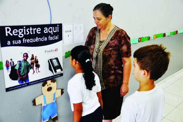 A frequência eletrônica já está sendo registrada na Escola Municipal Cirandinha, na região central de Trindade