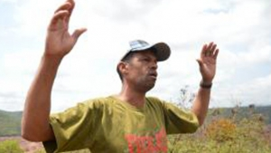 Opedreiro Marcos Eufrásio perdeu o pouco que tinha, inclusive seu lugar de nascimento:o povoado de Bento Rodrigues não existe mais