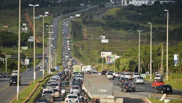 Aumento de fluxo nas rodovias durante feriado exige cuidados do motoristas, alerta PRF