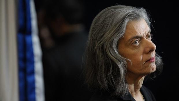 """""""Crime não vencerá a Justiça"""", diz ministra Cármen Lúcia"""