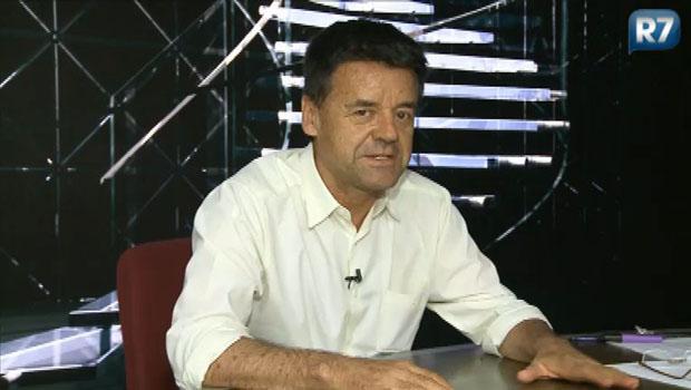 Carlos Dornelles deixa a TV Record. Problemas de saúde na família e vai escrever um livro