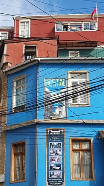 """Os artistas populares dão ao bairro o exato colorido que o nome """"Bella Vista"""" merece"""