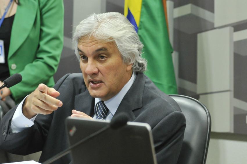 A canalhice política contra Goiás