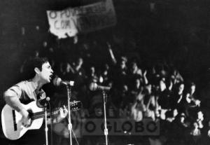 29.09.1968 - Arquivo O Globo - Geraldo Vandré. III Festival Internacional da Canção, Maracanãzinho. 29.09.1968 - Archive O Globo - Geraldo Vandré, singer and composer.