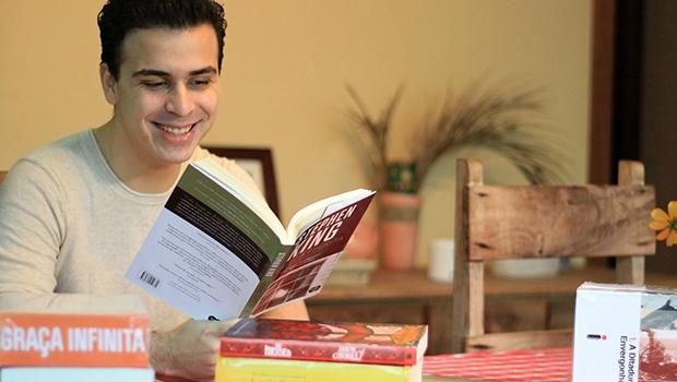 """Idealizador do blog Literatortura, Gustavo Magnani: """"Com 14 anos, eu já tinha certeza que escrever e publicar livros era uma coisa que eu queria fazer pelo resto da minha vida"""""""