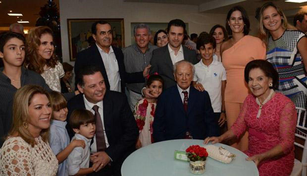 Marconi Perillo participa de lançamento de livro sobre a vida de Ary Valadão