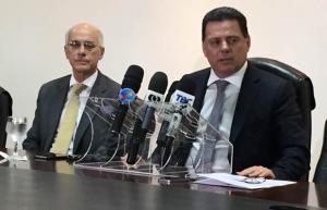 Reitor da UFG, Orlando Afonso, e governador Marconi Perillo durante anúncio da novidade | Foto: Alexandre Parrode
