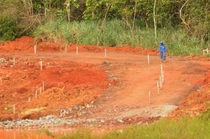 Infraero informa que está sendo construída uma nova bacia de contenção no local, e que obras não causam impacto ambiental algum na lagoa| Foto: Renan Accioly