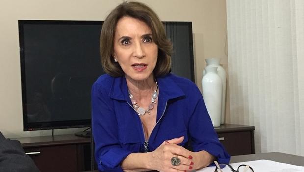 Secretária Raquel Teixeira recebeu imprensa na Seduce | Foto: Alexandre Parrode / Jornal Opção