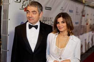 Rowan Atkinson-e-Sunetra-Sastry_hg_full_l