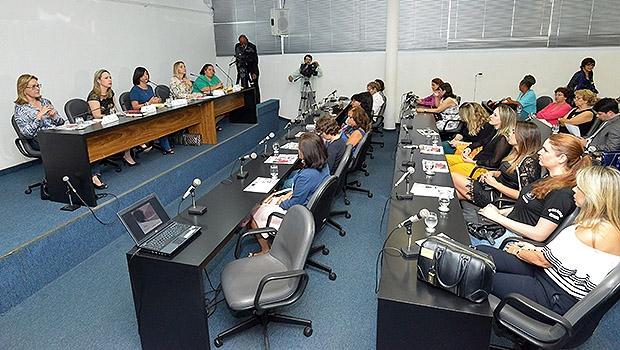 Audiência pública sobre o Dia Internacional da Não Violência Contra a Mulher | Carlos Costa