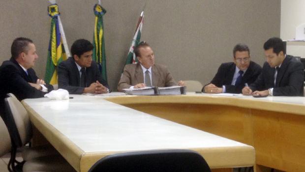 Comissão de Finanças analisa relatórios de Iris e Paulo Garcia