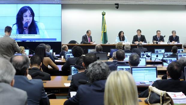Comissão aprova LDO sem possibilidade de redução no superávit