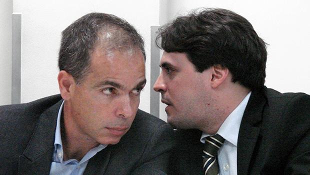 Empresário Dener Justino (esq), da Opus, e seu advogado, durante depoimento | Marcello Dantas