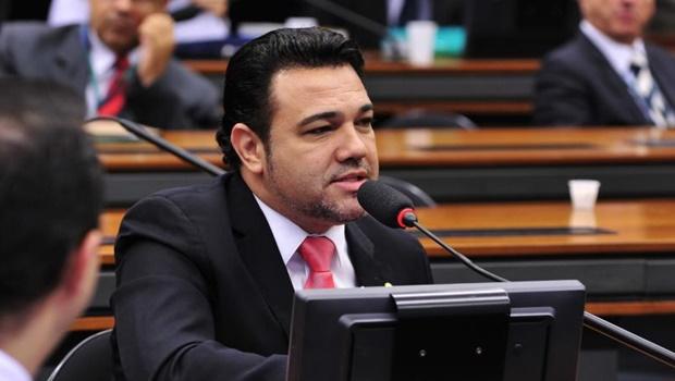 Pastor Marcos Feliciano faz coro a Carlos Bolsonaro e pede impeachment de Mourão