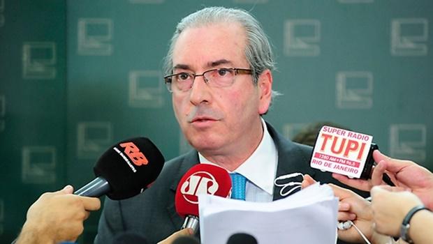 Cunha anuncia abertura de processo de impeachment contra Dilma