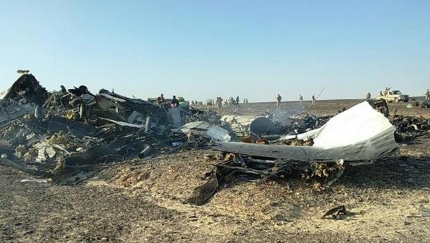 Segundo o oficial russo, os fragmentos estão espalhados por uma área de cerca de 20 quilómetros quadrados  | STR/Agência Lusa
