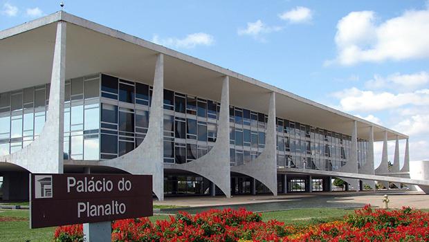 """""""Último trago: alucinação ética da lucidez sem moral no Planalto Central"""""""