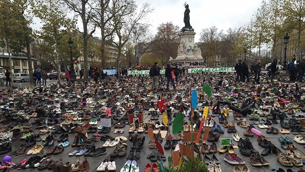 Milhares de sapatos ocupam lugar de manifestantes em Paris antes da COP21