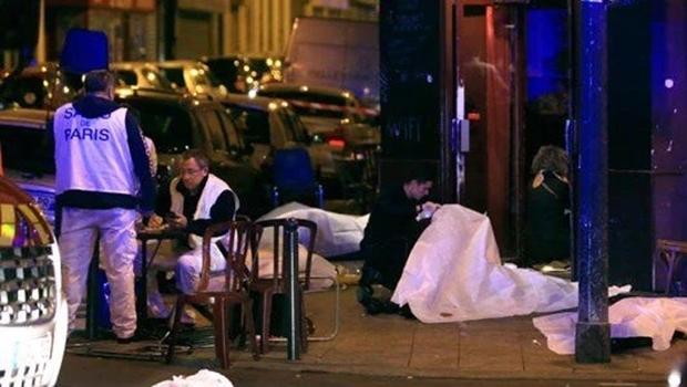 Corpos são estendidos no meio das ruas. Clima é de pânico | Foto: reprodução / Twitter
