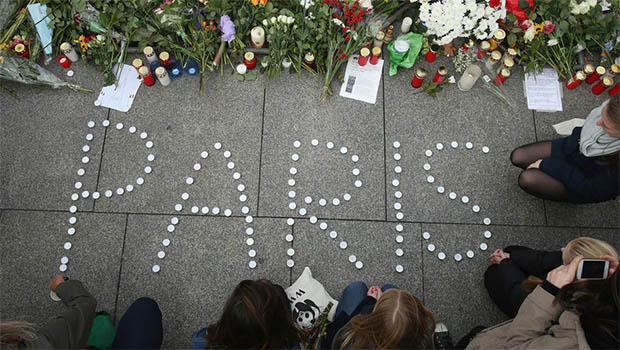 Franceses evitam sair às ruas após atentados que mataram 129 pessoas