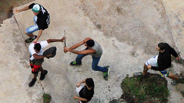 Torcedores do Vila Nova e Goiás brigam no Jardim Goiás