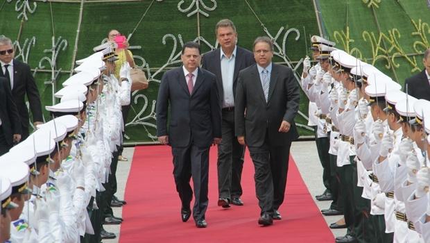 Governadores de Goiás e do Tocantins antes do início do Fórum | Foto: Marco Monteiro