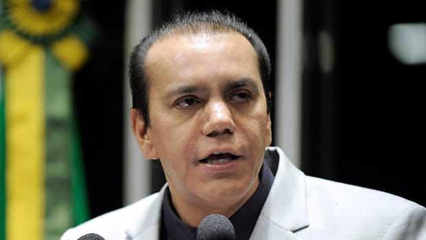 Senador Ataídes Oliveira vai relatar processo contra Delcídio