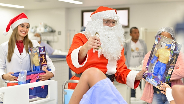 Papai Noel faz visita a pacientes do Hugol | Divulgação