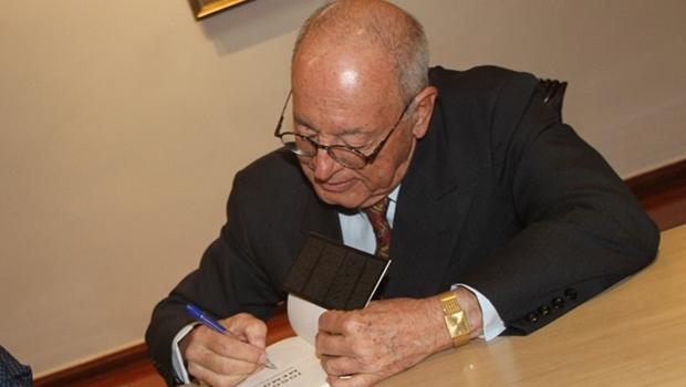 Irapuan Costa Júnior lança dois livros no Palácio das Esmeraldas