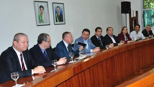 Marconi e João Gomes discutem obras prioritárias para 2016 com empresariado anapolino