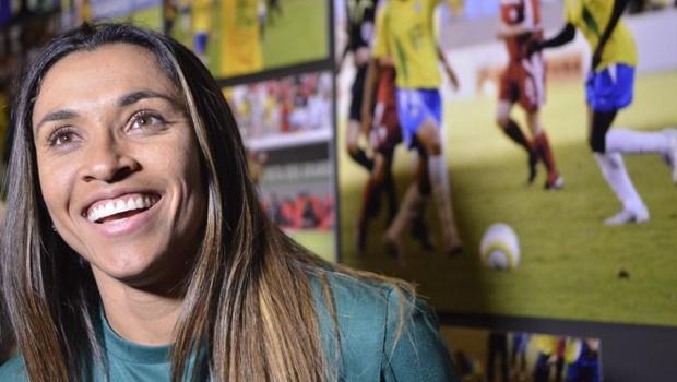 Marta faz cinco gols em uma partida e se torna a maior artilheira da Seleção Brasileira