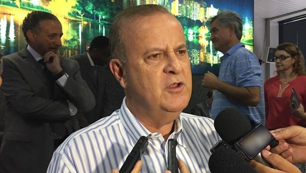 """Paulo Garcia decreta obrigatoriedade de piso tátil em Goiânia: """"Avanço na proteção do pedestre"""""""
