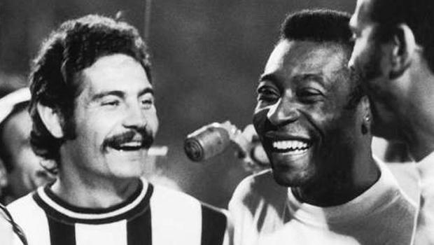 Livro conta a história de Rivellino, o craque que encantou Pelé, Maradona, Beckenbauer e Platini
