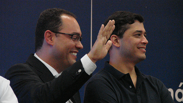 Virmondes Cruvinel é o primeiro a levantar a mão quando Vilmar Rocha pergunta quem será candidato a prefeito