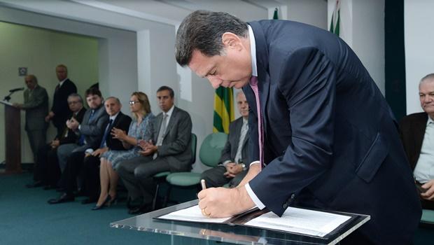 Governador assina convênio com Sebrae para capacitar trabalhadores em 4 regiões