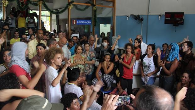 Na Seduce, Raquel Teixeira recebe manifestantes contra OSs