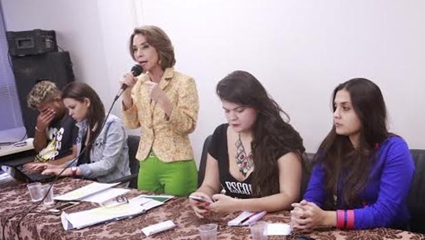 Em audiência com manifestantes, Raquel Teixeira afirma que implantação das OSs é irreversível