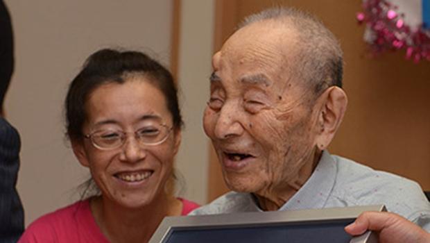 Morre homem mais velho do mundo. Brasileiro pode assumir o posto