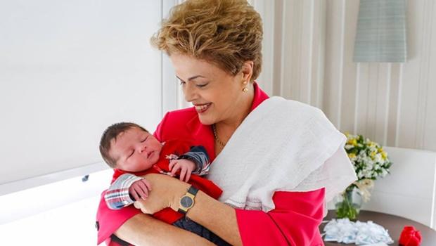 Pelas redes sociais, Dilma apresenta o segundo neto
